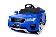 Kék elektromos sportautó távirányítóval